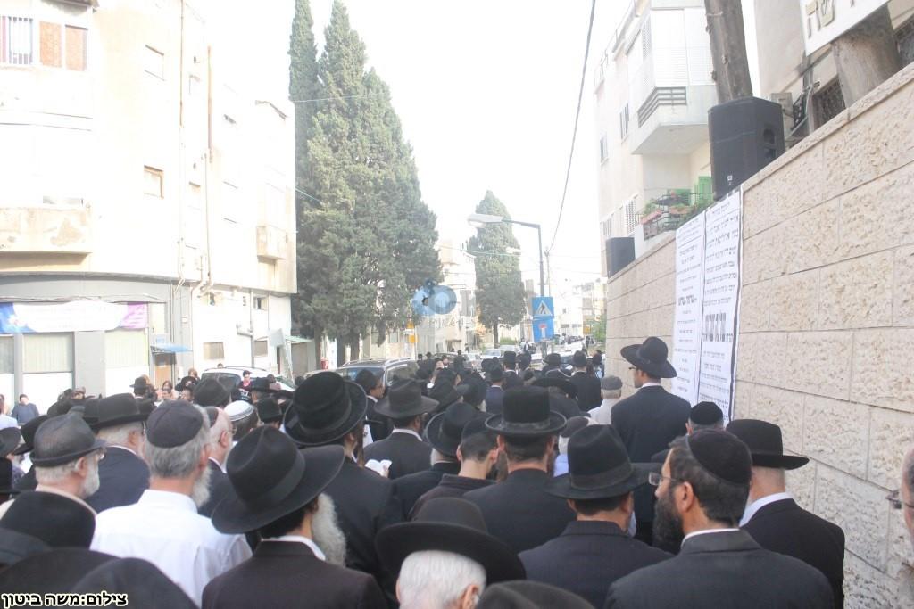 הלוויה הרב שלוש חיפה (31)