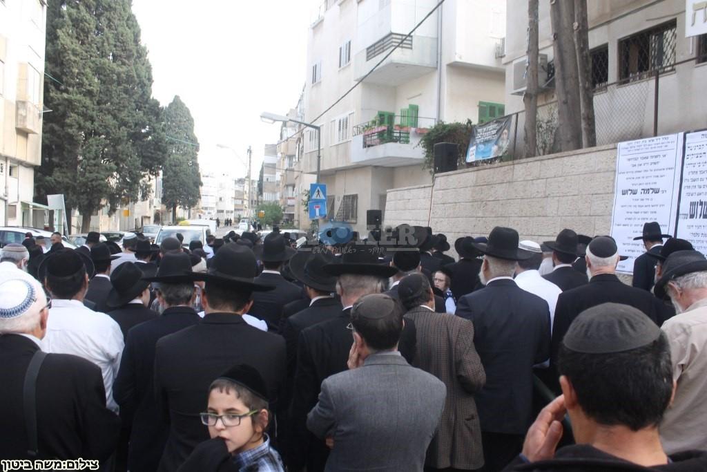 הלוויה הרב שלוש חיפה (32)