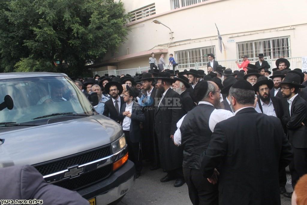 הלוויה הרב שלוש חיפה (4)