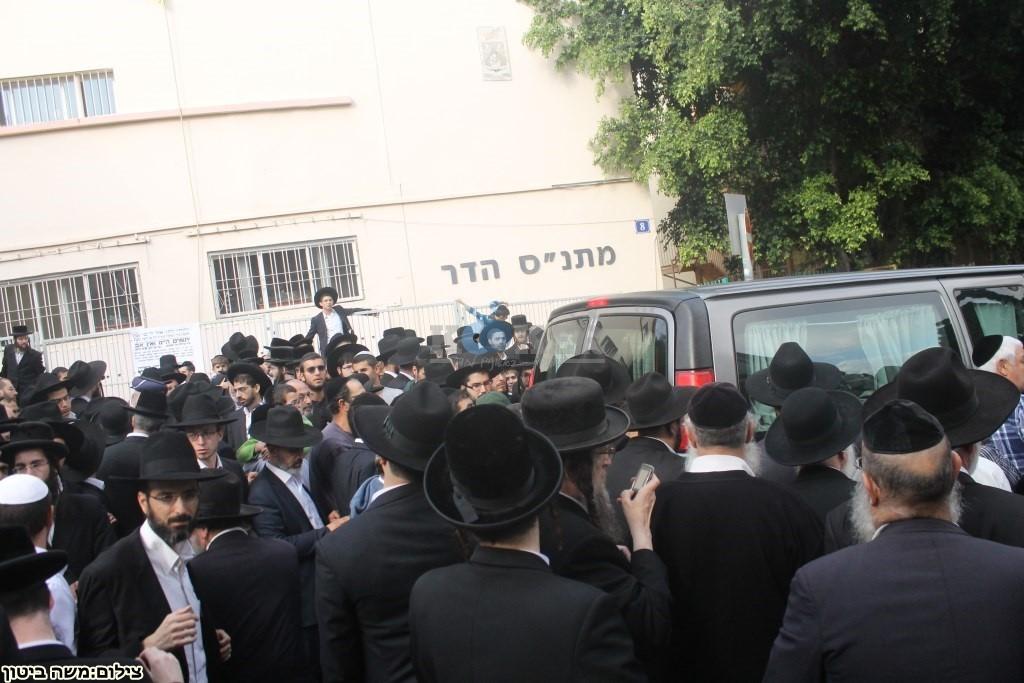 הלוויה הרב שלוש חיפה (7)