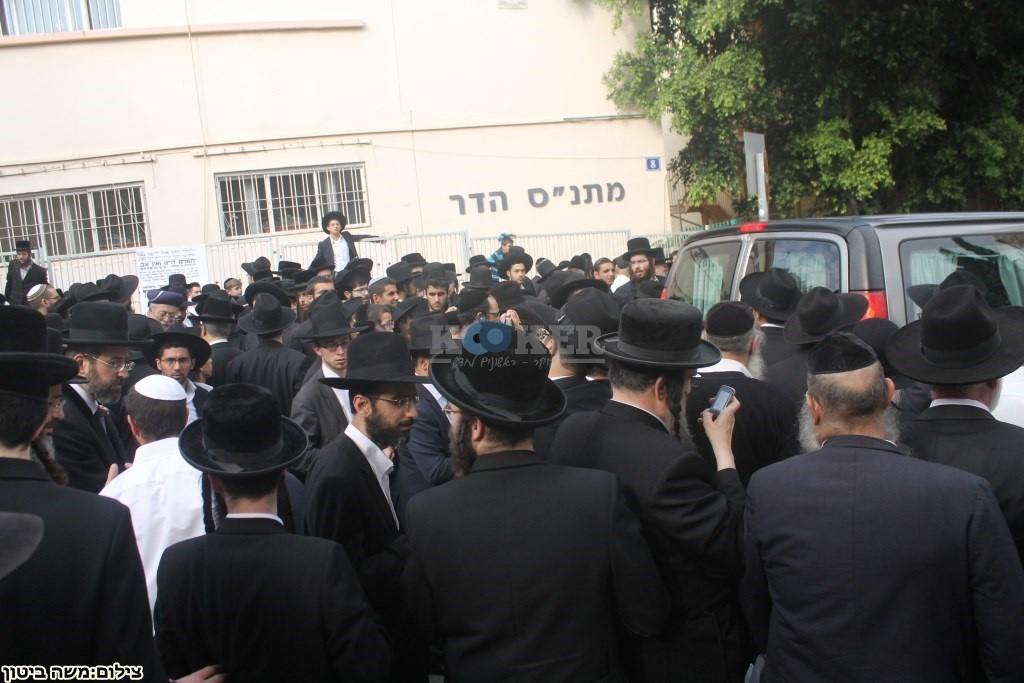 הלוויה הרב שלוש חיפה (8)