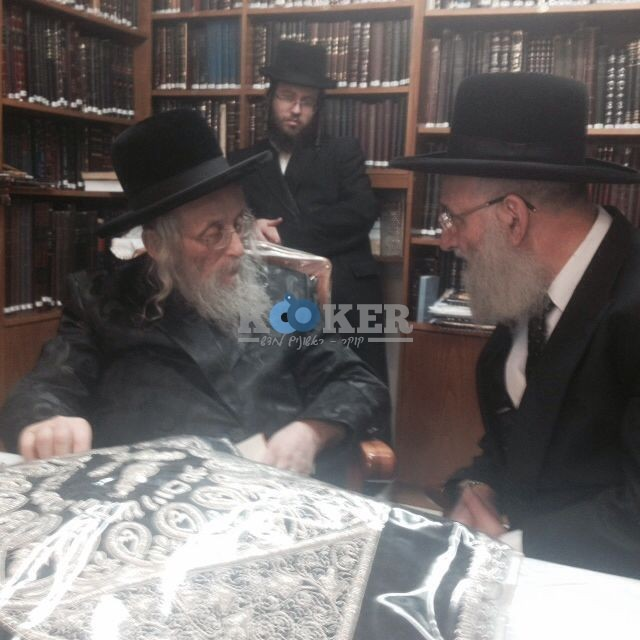 הרב אלבז  עם הרב וייס גאב''ד העדה מחיים 1