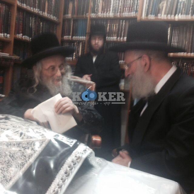 הרב אלבז  עם הרב וייס גאב''ד העדה מחיים 3