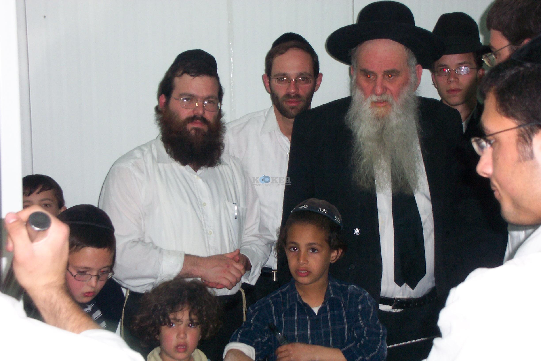 הרב מאיר רוט ז''ל עם מרן הגרד''צ קרלנשטין שליט''א שני משמאל