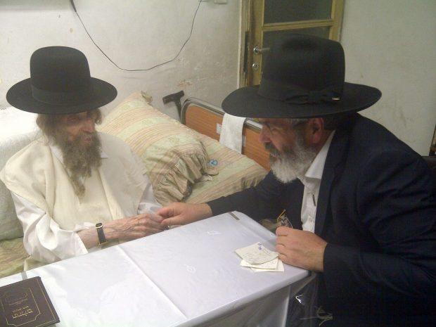 """הרב יצחק רוט במעונו של מרן הגראי""""ל שטיינמן"""
