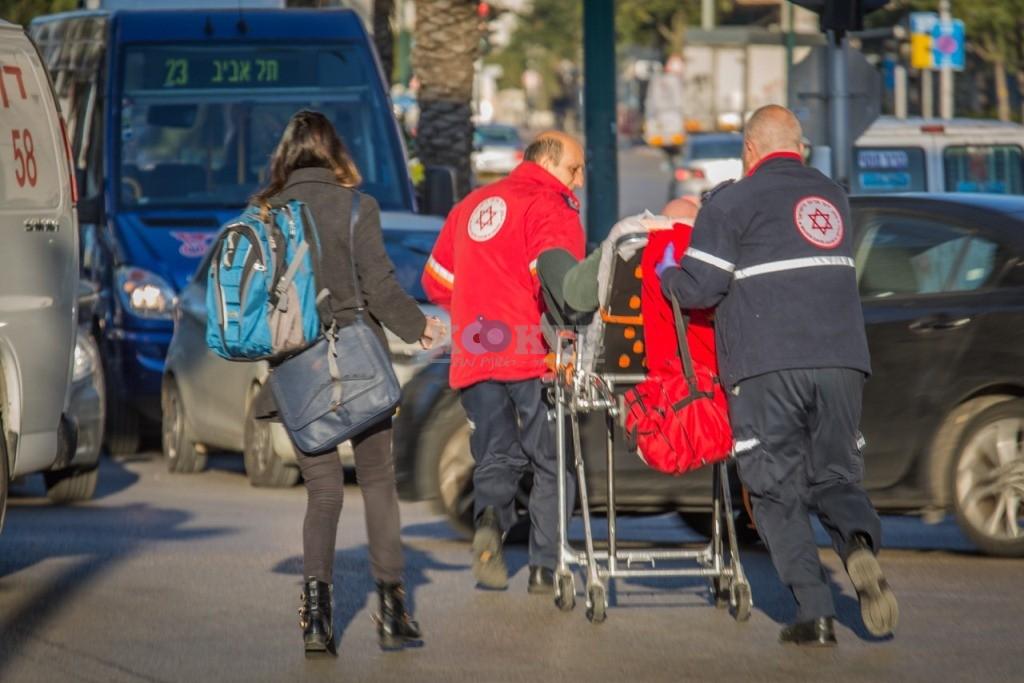 פיגוע דקירה בתל אביב - צילום אסי דבילנסקי דוברות מדא 21.1.15 (1)