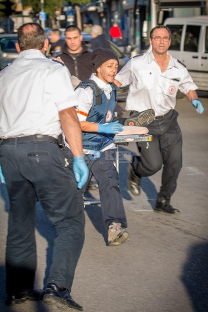 פיגוע דקירה בתל אביב - צילום אסי דבילנסקי דוברות מדא 21.1.15 (3)