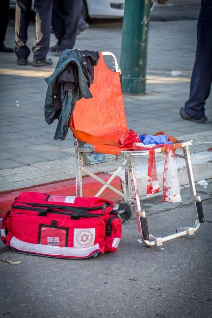 פיגוע דקירה בתל אביב - צילום אסי דבילנסקי דוברות מדא 21.1.15 (4)