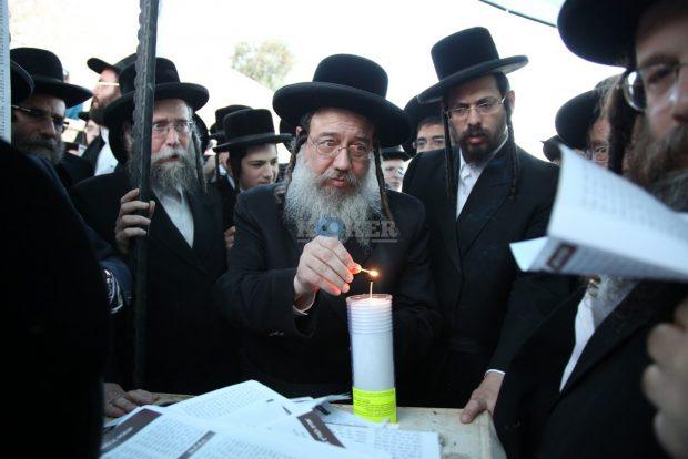 זוועהיל 70 שנה ציון הצדיק מאת מוסדותיהם (4)