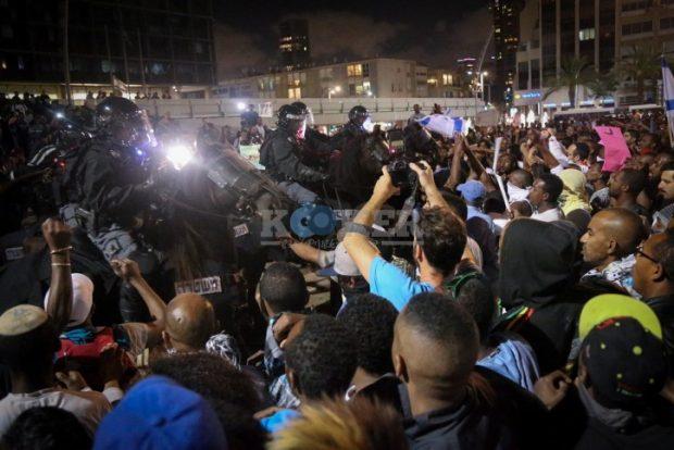 הפגנת האתיופים עימות עם המשטרה - לילה - פלאש 90