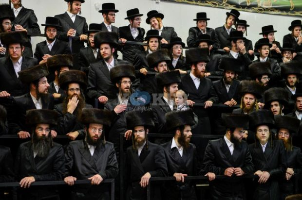 """Ultra orthodox Jewish chasidic Kretschnif dynasty celebrate during a wedding ceremony in Rehovot, on May 26, 2015. Photo by Yossi Zeliger/Flash90 *** Local Caption *** ????  ??? ?????? ????????  ?? '????   ????  ?????? ?????  ?????? ?????   ??  ????  ???  ???  ???  ?????????  ?????  ????    ?????""""?  ????????   ?????  ????"""