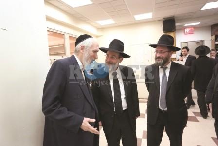 Rav Dovid Hofstedter visiting the Daf HaYomi B'Halacha bechina in Flatbush (47)