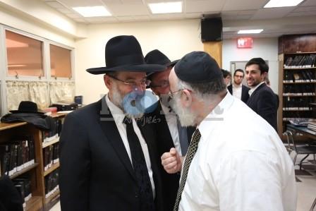 Rav Dovid Hofstedter visiting the Daf HaYomi B'Halacha bechina in Flatbush (52)