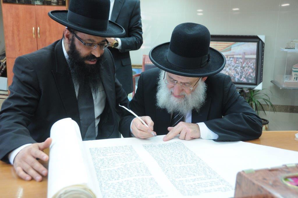 הגאון רבי ראובן אלבז ראש ישיבת אור החיים וחבר מועצת חכמי התורה