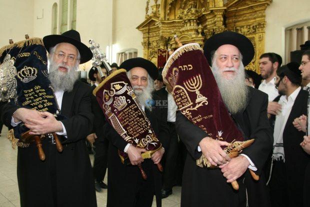 מימין הגר'א כהנמן הגרח'ש ליבוביץ והגר'ד מילר