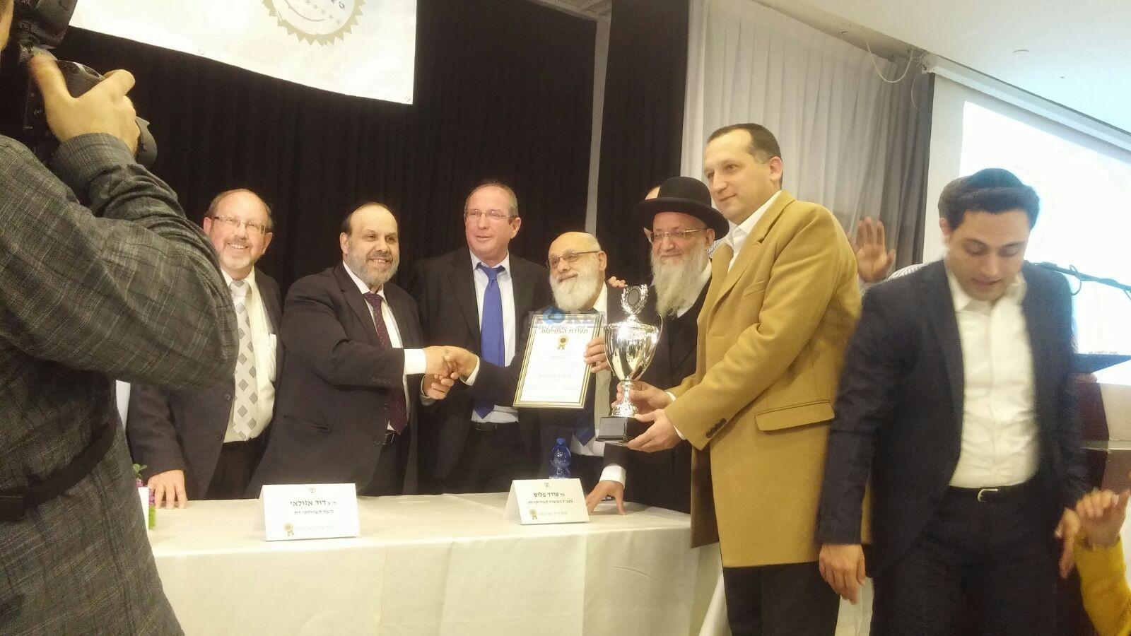 ראשי מועצות דתיות מקבלים את הפרס