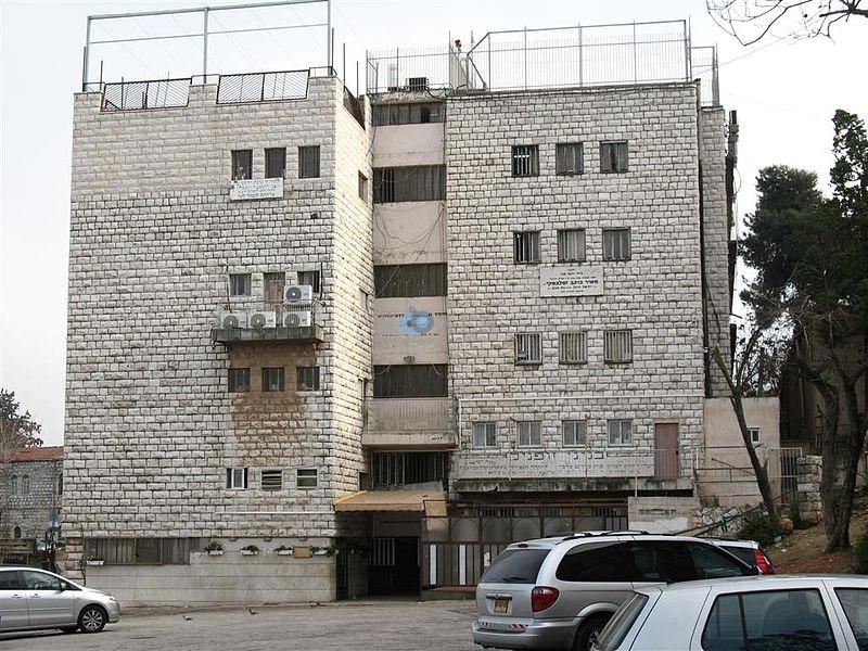 """בנין זופניק בו שוכנים משרדי הבד""""צ"""