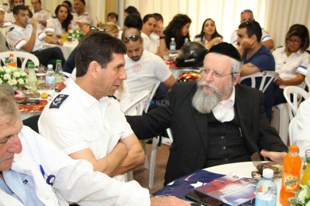 הרב פירר (מימין) ומנכל מדא אלי בין בכנס מיוחד שנערך במרכז הרפואי מעייני הישועה. צילום חזקי גרוסבר תיעוד מבצעי מדא. 6.6 (5)