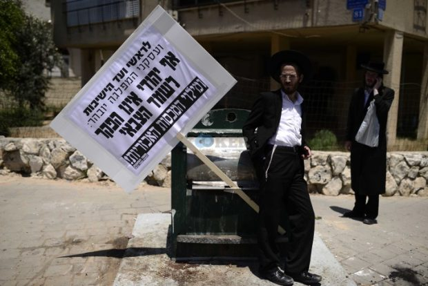 Ultra orthodox Jewish men protest against the army draft, near the military court in Jaffa-Tel Aviv on July 3, 2016. Photo by Tomer Neuberg/Flash90 *** Local Caption *** ????? ??? ???? ???? ?????? ????? ???? ???? ??? ??? ??? ????