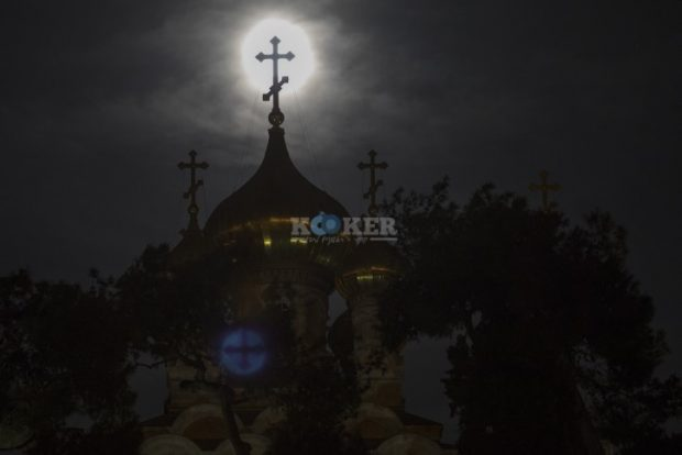 The supermoon rises over the Church of Mary Magdalene in Jerusalem on November 14, 2016. Photo by Nati Shohat/Flash90 *** Local Caption *** ??? ??????? ???? ???? ??????? ??? ?????? ?????