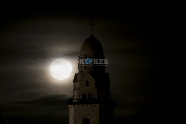 The supermoon rises over the Dormition Abbey in Jerusalem's Old City on November 14, 2016. Photo by Yonatan Sindel/Flash90 *** Local Caption *** ??? ??????? ???? ???? ?????? ????????? ??????? ???? ??????