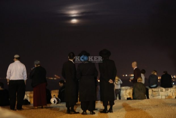 Ultra orthodox Jews watch the supermoon, from Mt Olives, in Jerusalem, on November 14, 2016. Photo by Nati Shohat/FLASH90 *** Local Caption *** ???